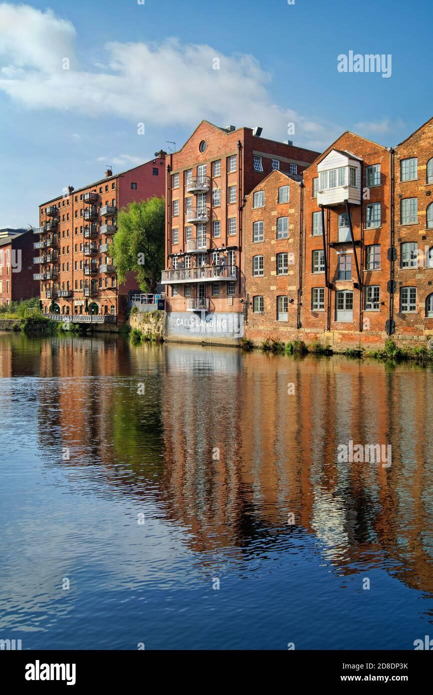Royaume-Uni, West Yorkshire, Leeds, River aire, Appartements à Brewery Wharf Banque D'Images