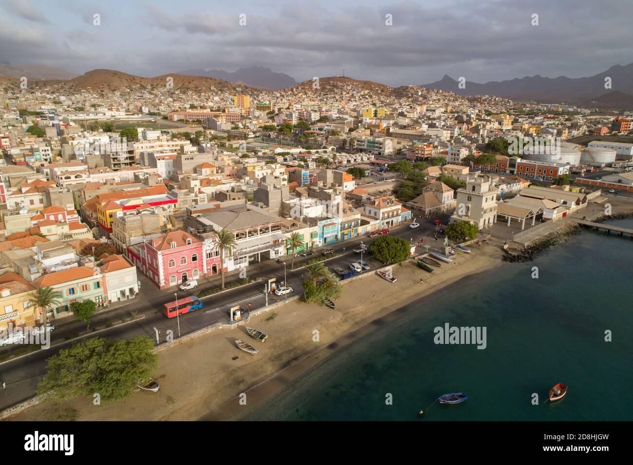 Mindelo est la capitale colorée et animée de l'île de Sao Vicente, Cabo Verde. Banque D'Images