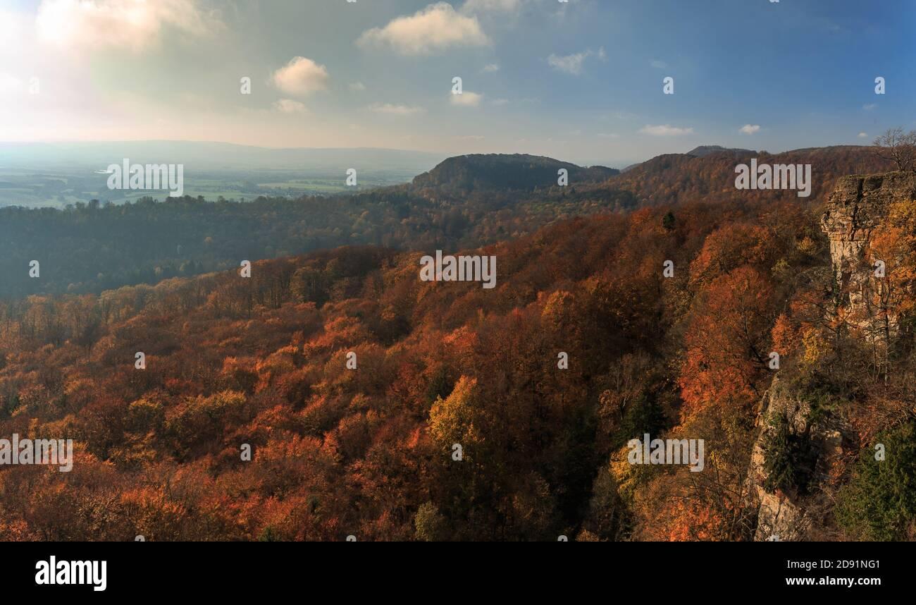 Vue depuis les falaises de Hohenstein à Süntel Banque D'Images