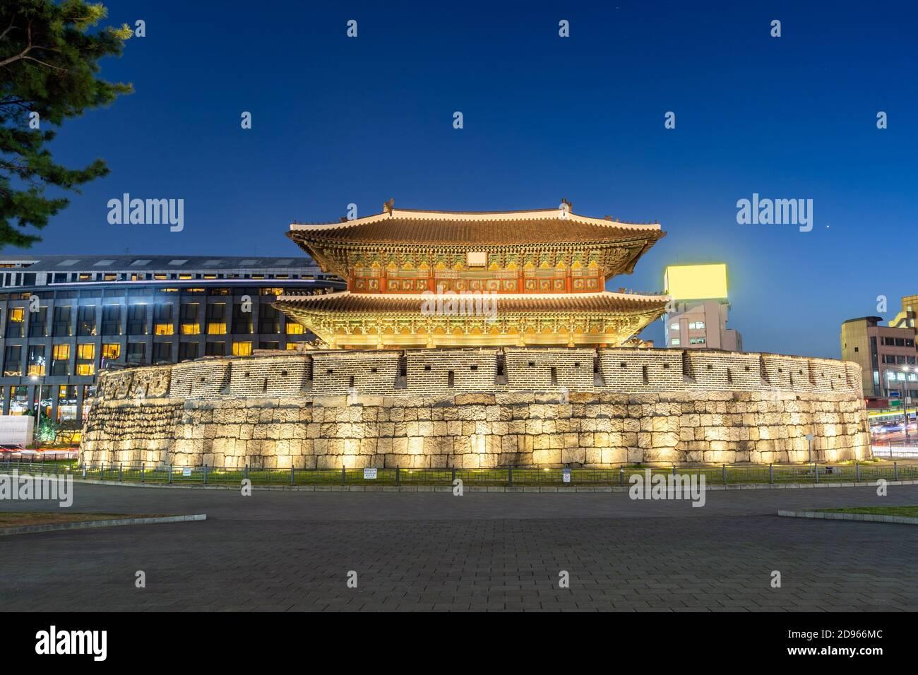 Paysage urbain à la porte d'Heunginjimun Dongdaemun à Séoul en Corée du Sud. Banque D'Images