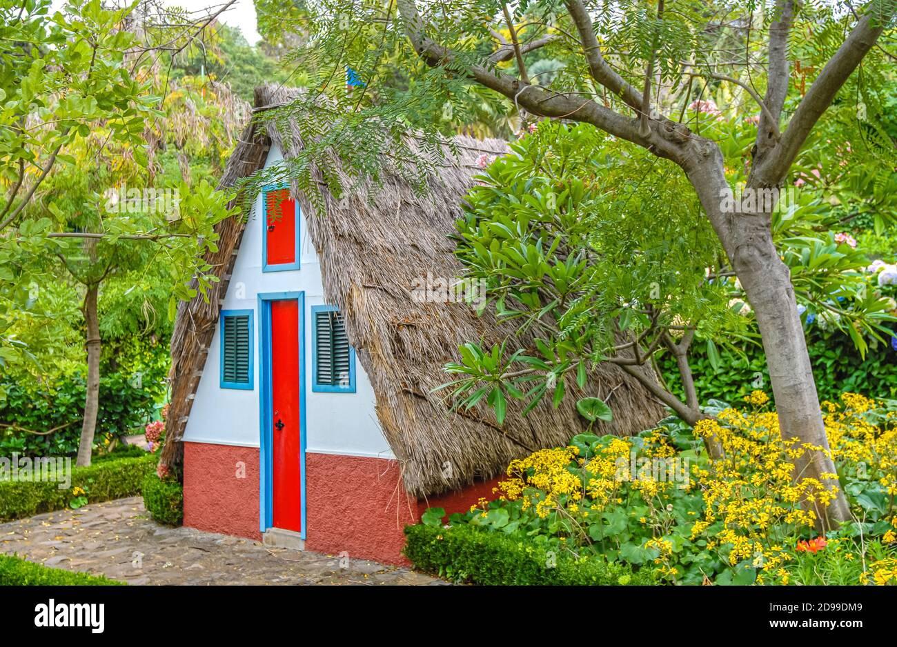 Maison de Madère traditionnelles au jardin botanique de Funchal, Madeira, Portugal Banque D'Images