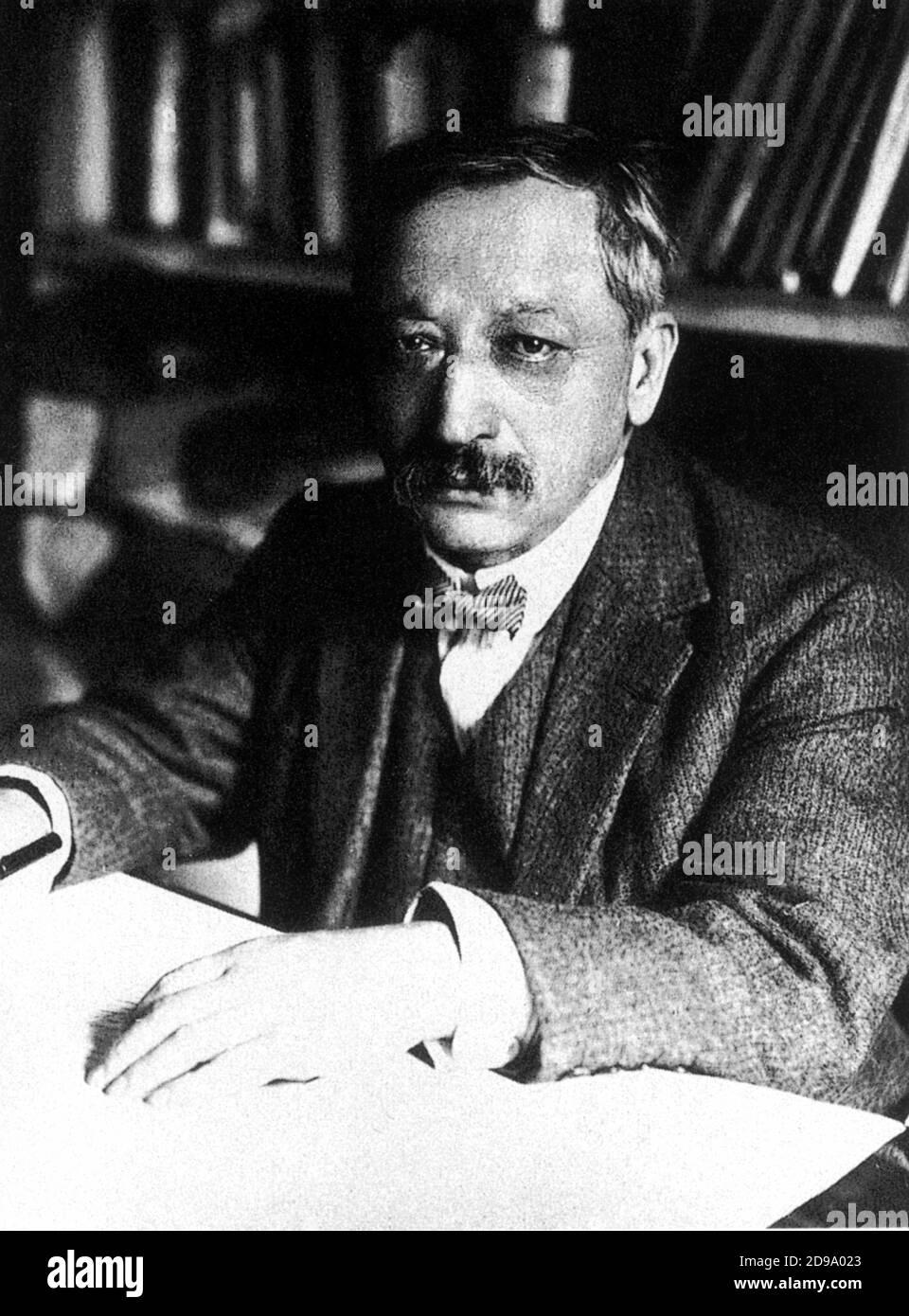 Le poète français GUSTAVE KAHN ( 1859 - 1936 ) , inventeur autostylisé du verset libre - POETA - POÉSIE - POÉSIE - letteratura - littérature - letterato - portrait - ritratto - bachigi - moustache - papillo - cravatta - cravate - surrealismo - surrealisme --- Archivio GBB Banque D'Images