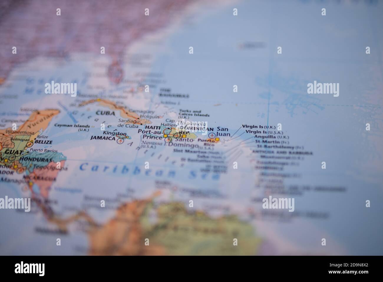 La République dominicaine sur une carte colorée et floue de L'archipel de Lucayan Banque D'Images
