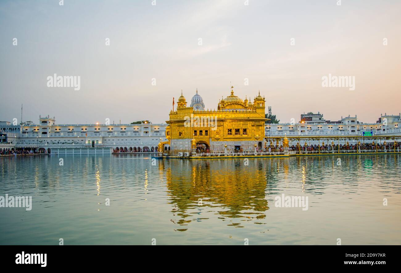 Le Harmindar Sahib, également connu sous le nom de Temple d'Or Amritsar. Lieu religieux des Sikhs. Temple d'or de Sikh gurdwara Banque D'Images