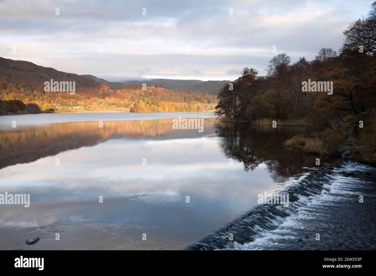 Weir à la sortie du lac Grasmere, dans le district du lac English Banque D'Images