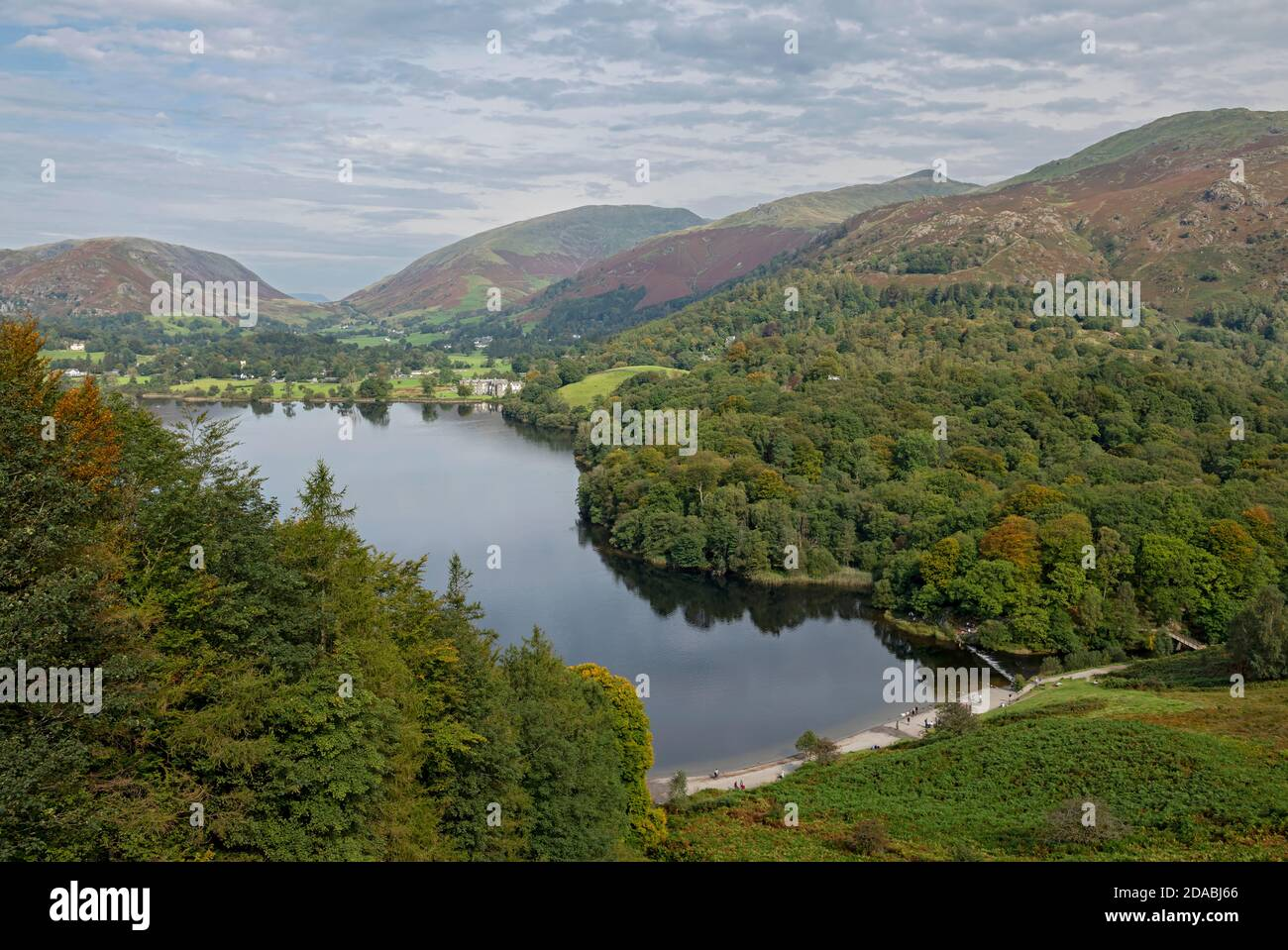 Vue sur le lac Grasmere depuis Loughrigg Terrace est tombé en automne Cumbria Angleterre Royaume-Uni GB Grande-Bretagne Banque D'Images