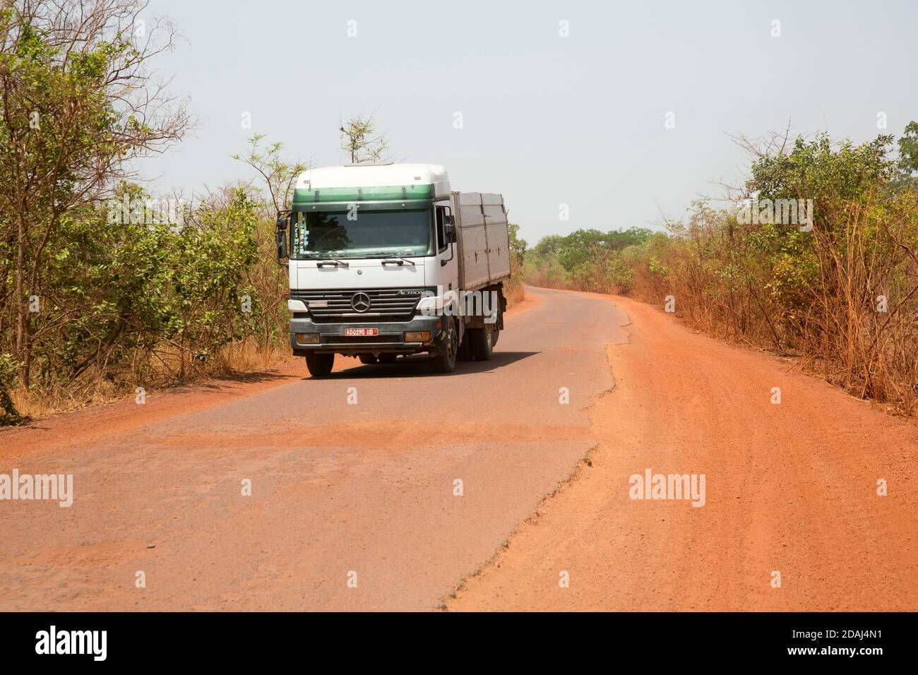 Région de Selingue, Mali, le 25 avril 2015; transport sur la route de Selingue. Banque D'Images