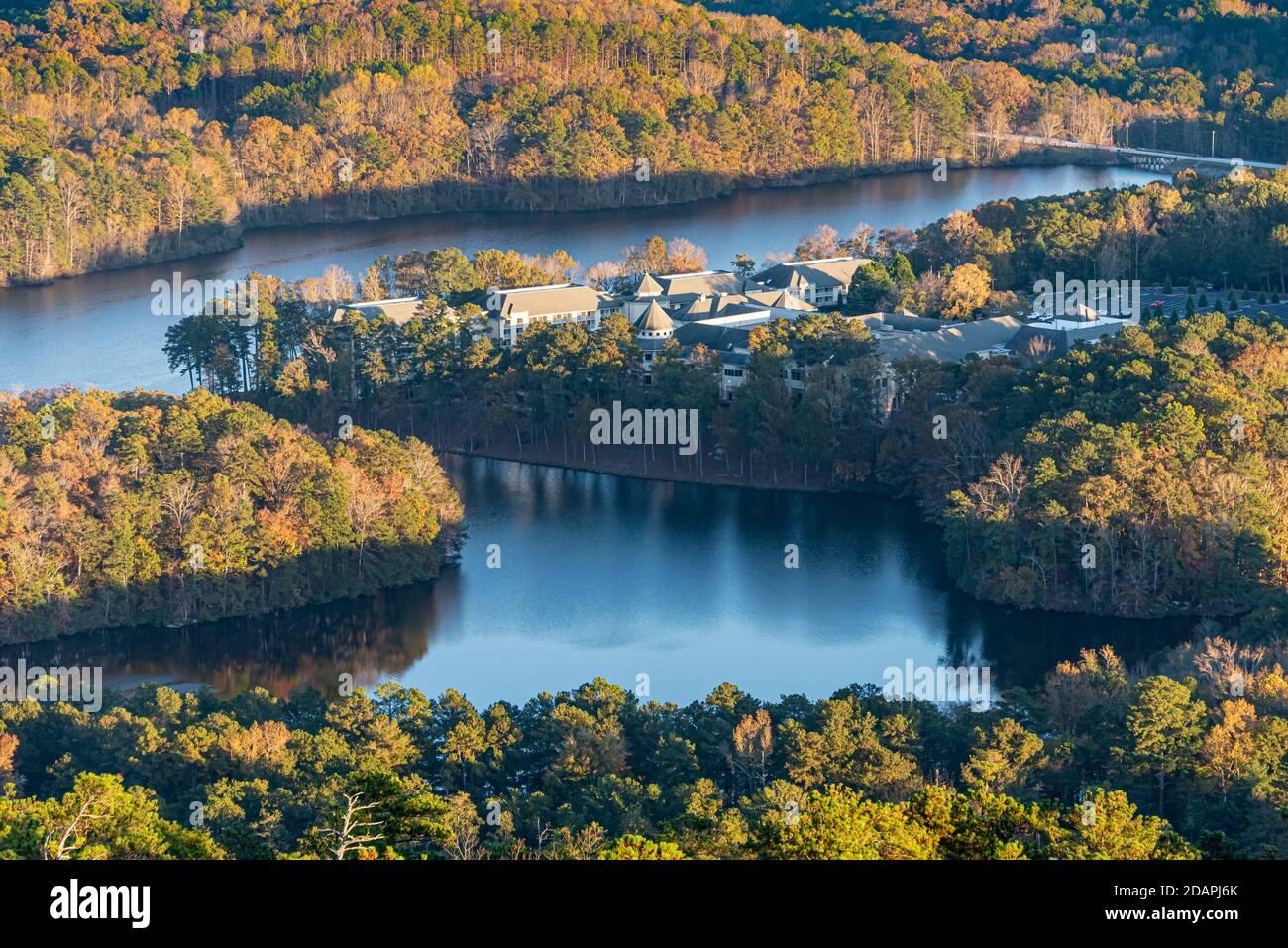 Vue aérienne d'Atlanta Evergreen Marriott Conference Resort depuis le sommet de Stone Mountain, juste à l'est d'Atlanta, Géorgie. (ÉTATS-UNIS) Banque D'Images