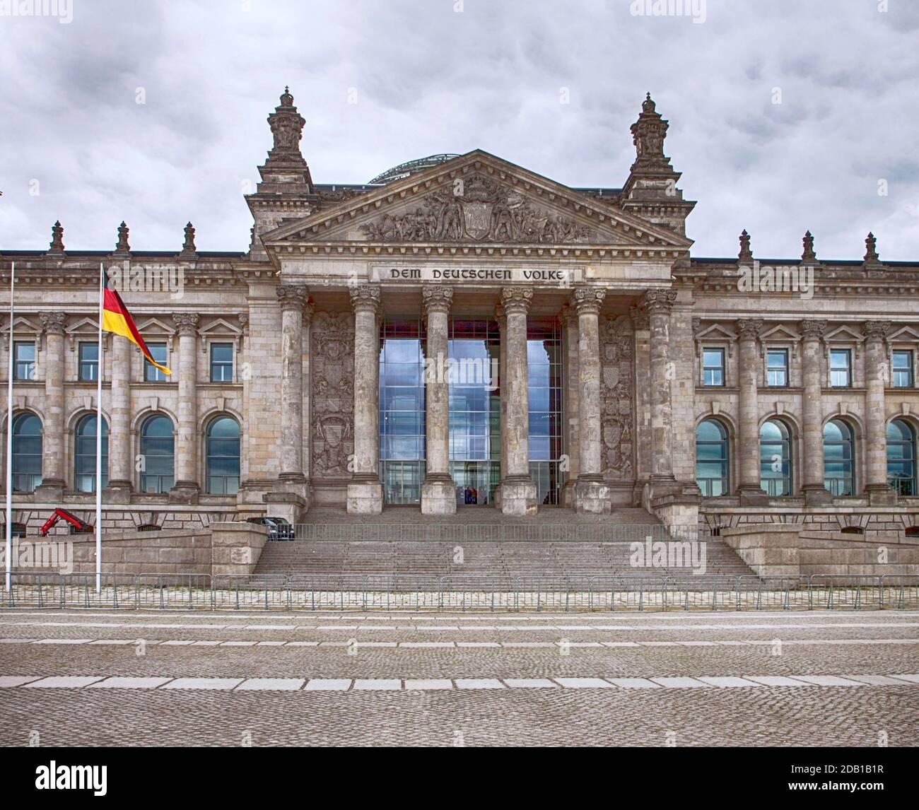 Berlin, Allemagne - Reichstag, façade du Parlement avec le drapeau allemand Banque D'Images