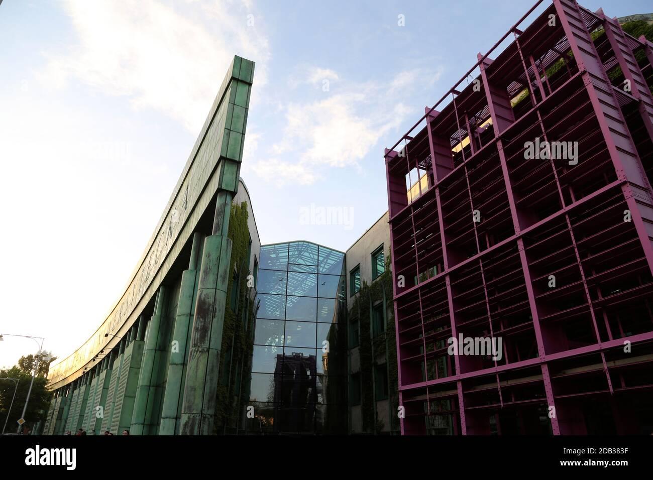 Vue sur la bibliothèque de l'Université de Varsovie Banque D'Images