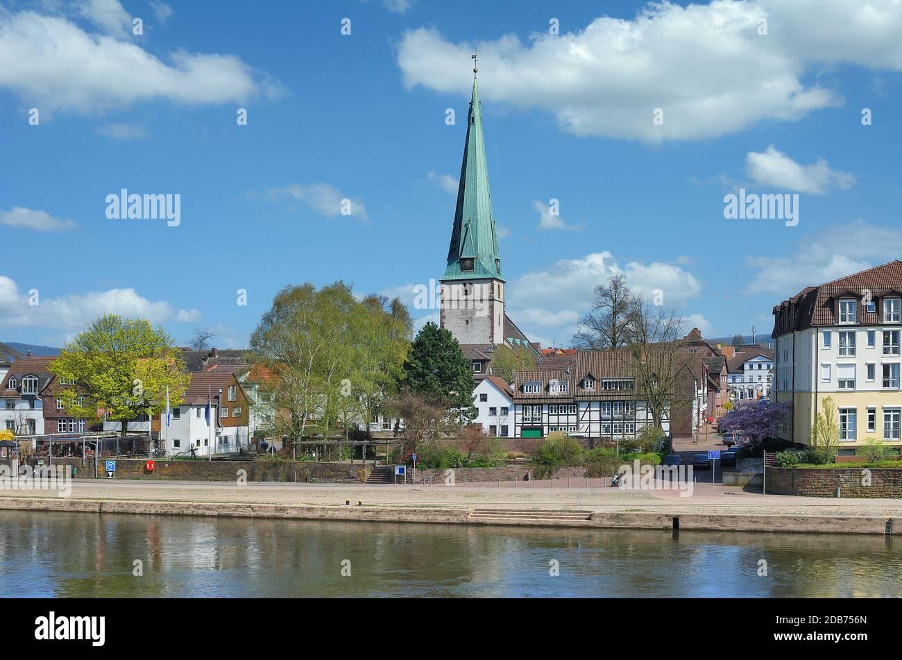 Holzminden à Weser River dans la région de Weserbergland,Basse-saxe,Allemagne Banque D'Images