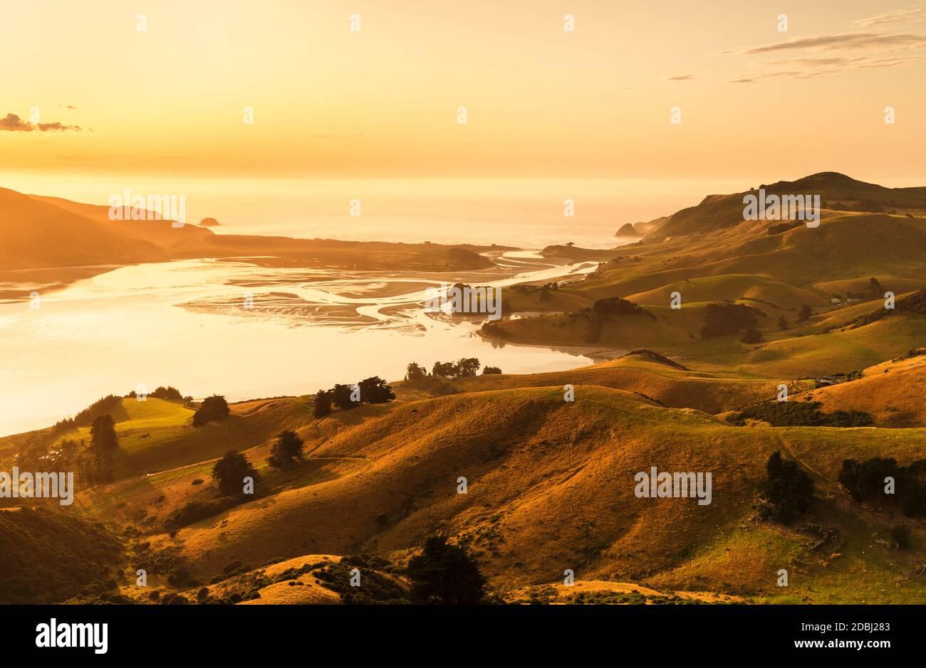 Hoopers Inlet au lever du soleil, Péninsule d'Otago, Dunedin, Otago, Île du Sud, Nouvelle-Zélande, Pacifique Banque D'Images