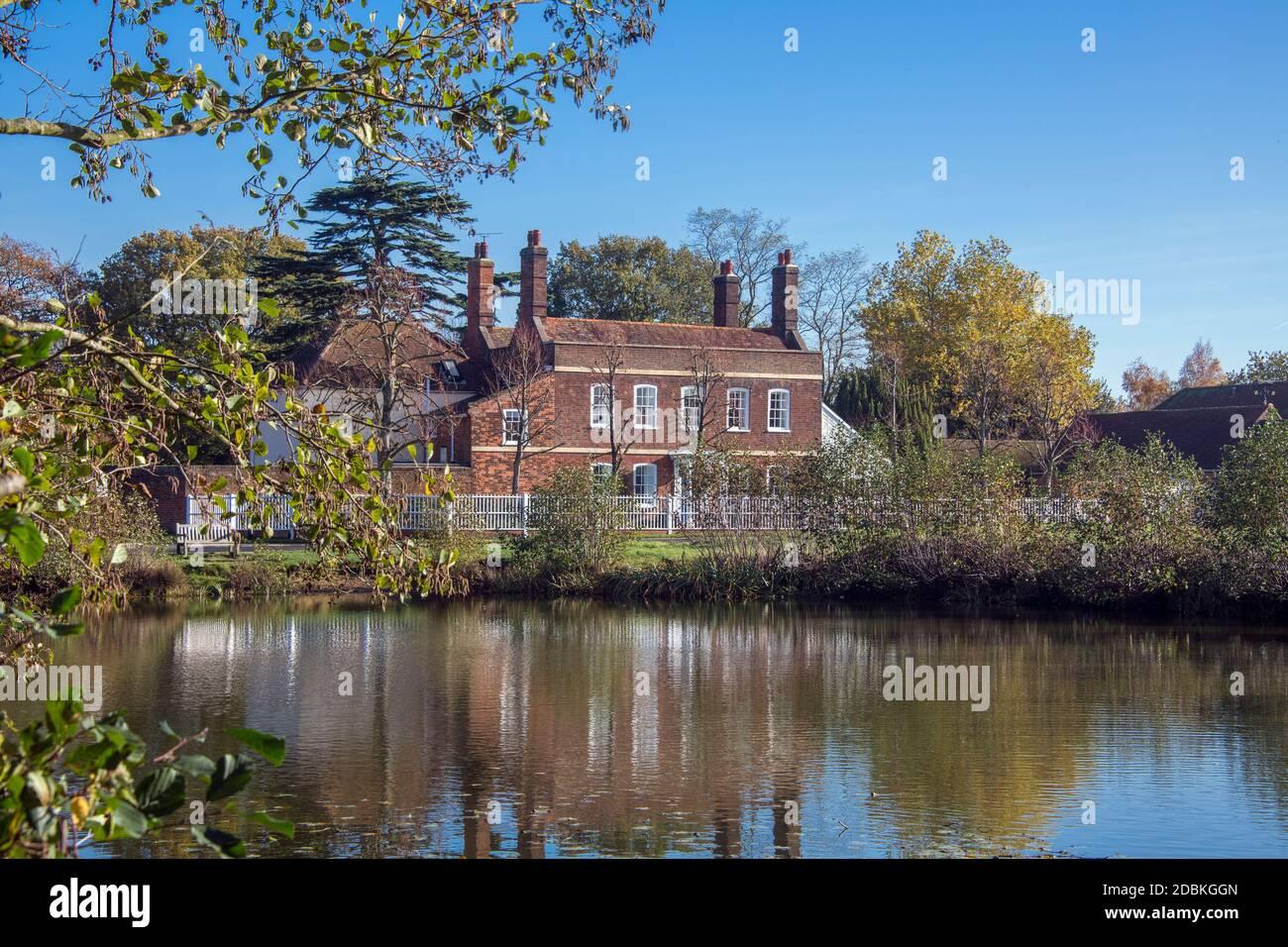 Lac et la maison des Limes correspondant Green Essex Angleterre Banque D'Images