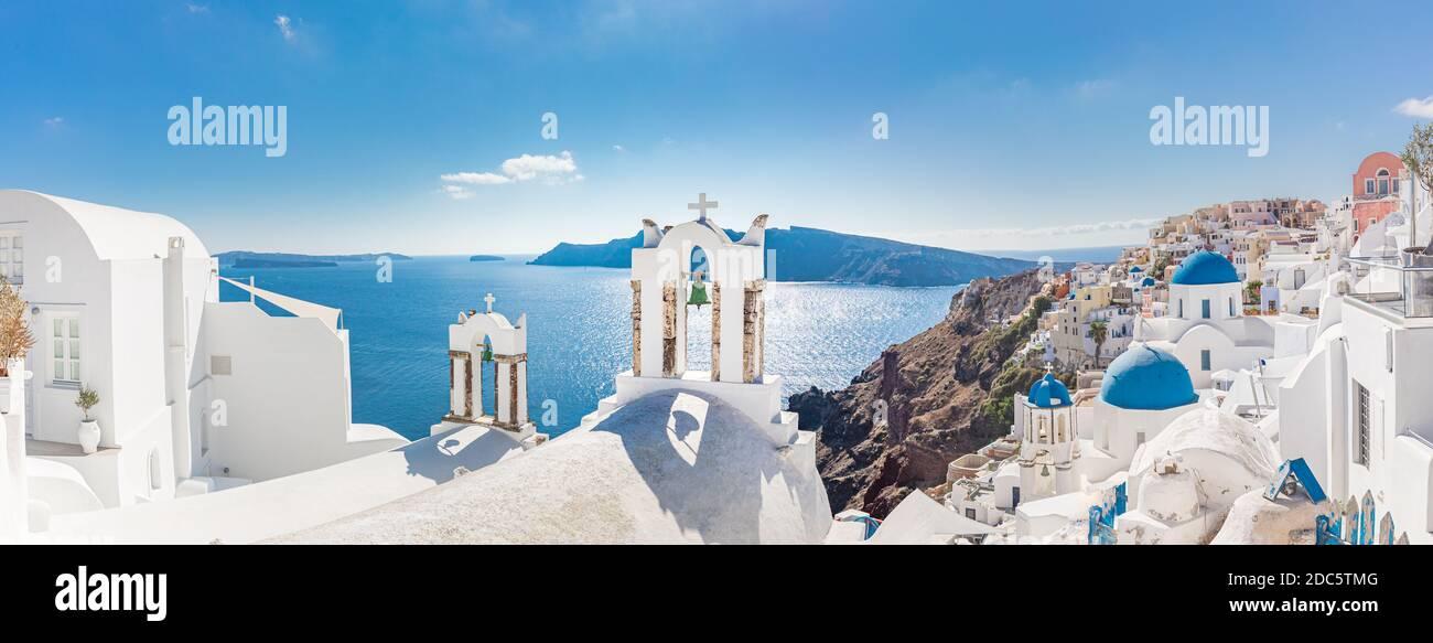Paysage de voyage incroyablement beau, paysage d'été à Santorini, Grèce. Vue sur le ciel bleu et la mer avec architecture blanche, photo de vacances inspirante Banque D'Images
