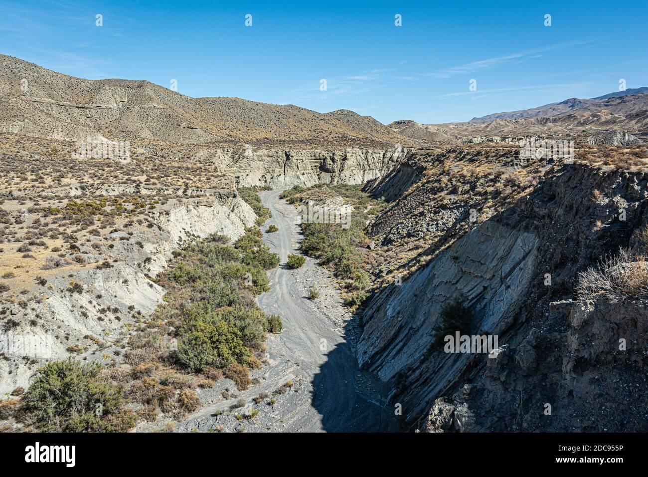 Vue sur le Canyon dans le désert de Tabernas. Banque D'Images