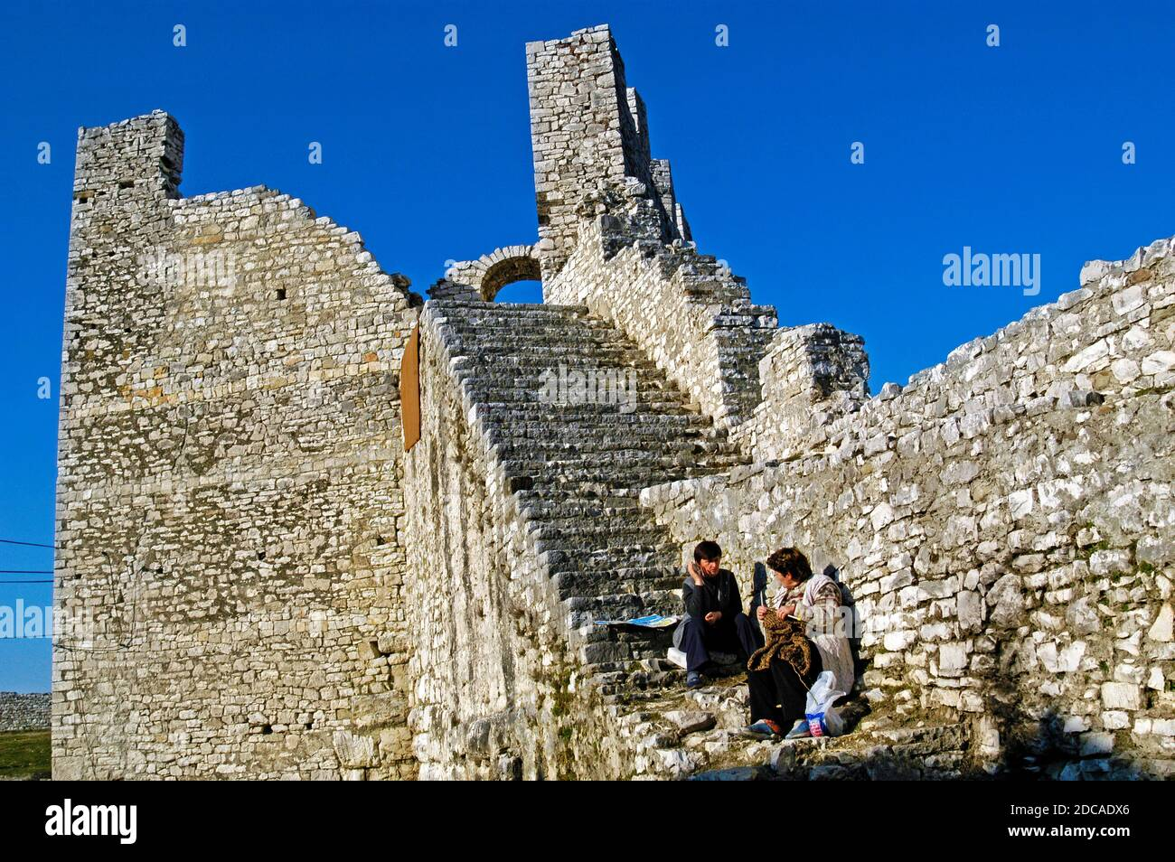 Guides locaux, ruines de la forteresse, Berat, sud de l'Albanie Banque D'Images