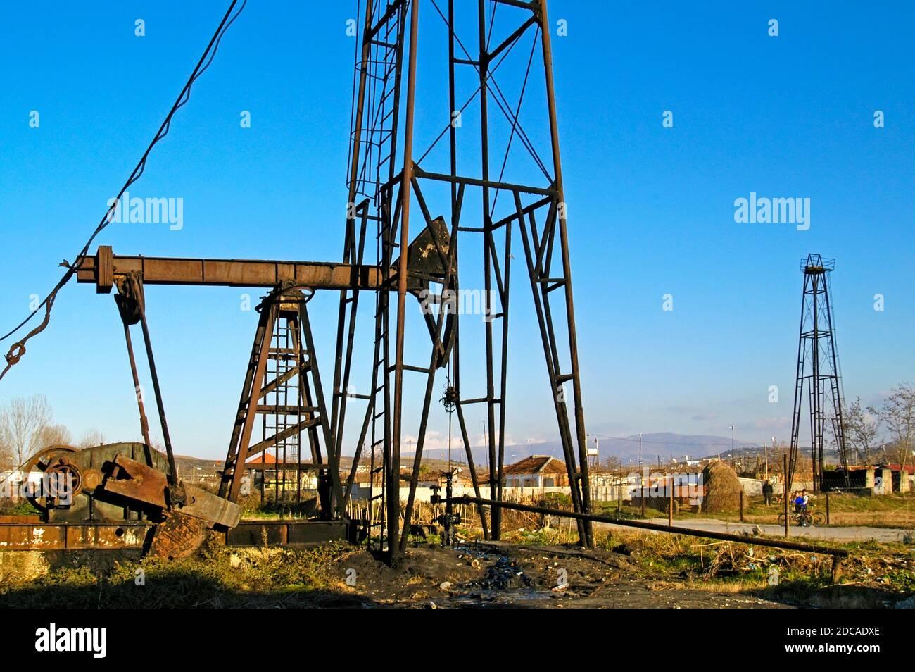 Champ pétrolifère près de Fier, dans le sud de l'Albanie Banque D'Images