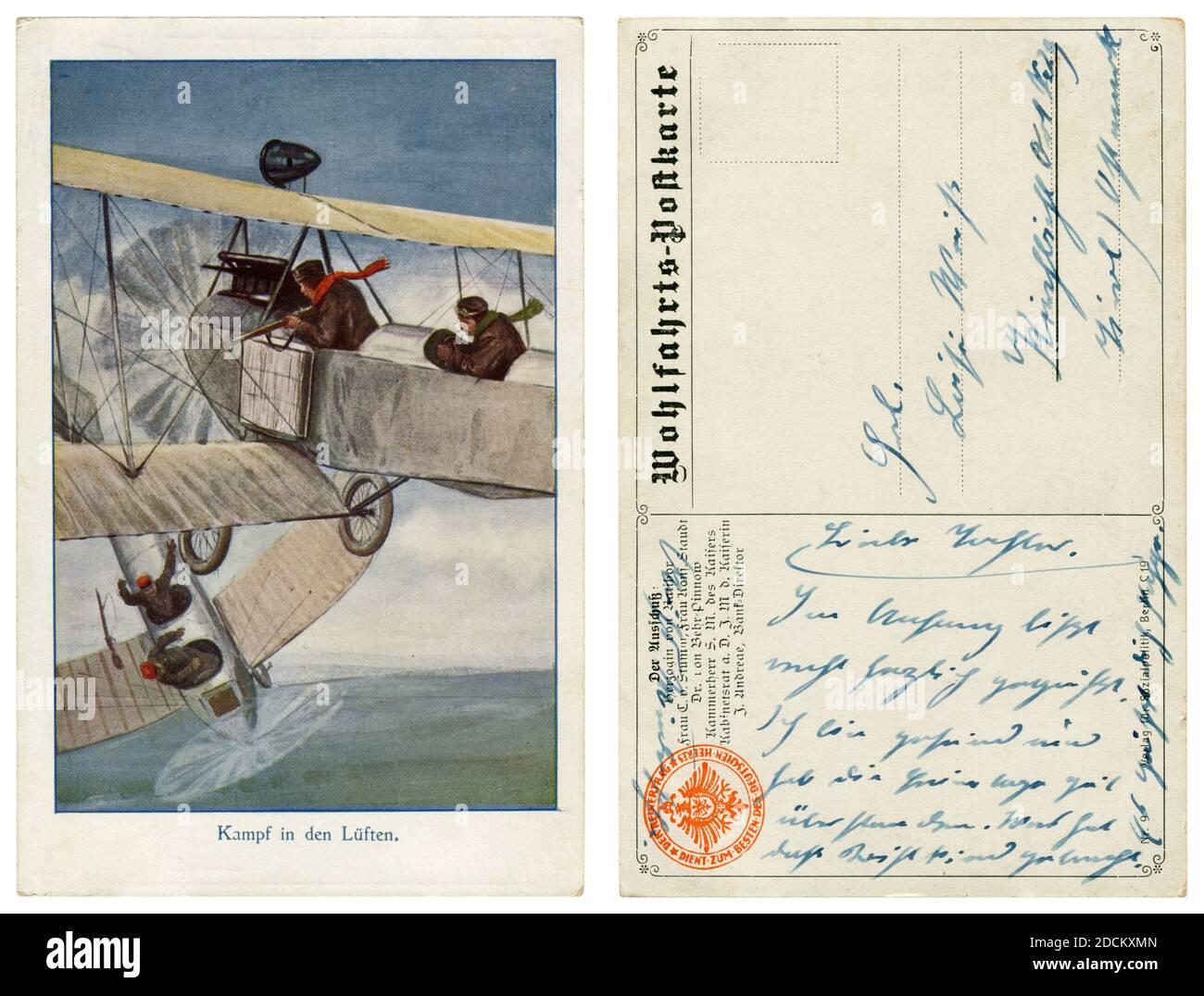 Carte postale historique allemande: Combat dans les airs à l'aube de l'aviation: Pilotes de duel de fusil de deux avions, le pilote de l'avion ennemi a été tué, la première guerre mondiale Banque D'Images