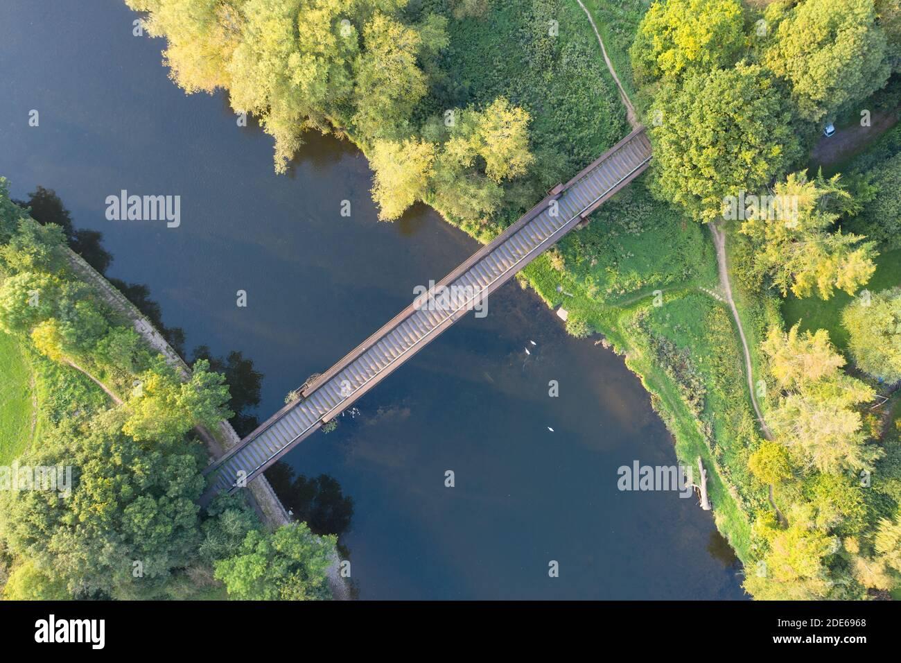 Monmouth Viaduc un vieux pont de viaduc ferroviaire abandonné traversant la rivière Wye dans le Monbucshire pays de Galles. Banque D'Images
