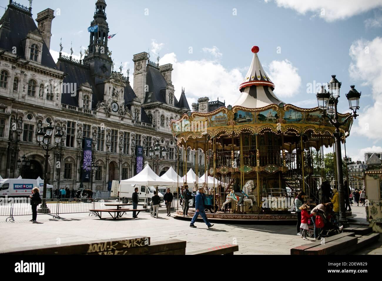 Carrousel à l'Hôtel de ville à Paris Banque D'Images