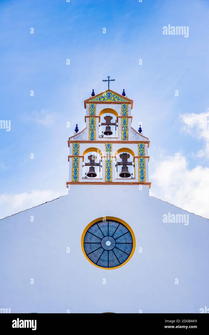 Détail de la rosette et du clocher. Le Sanctuaire de Nuestra Señora de las Montañas est le centre de pèlerinage marial de toute la région de Whic Banque D'Images