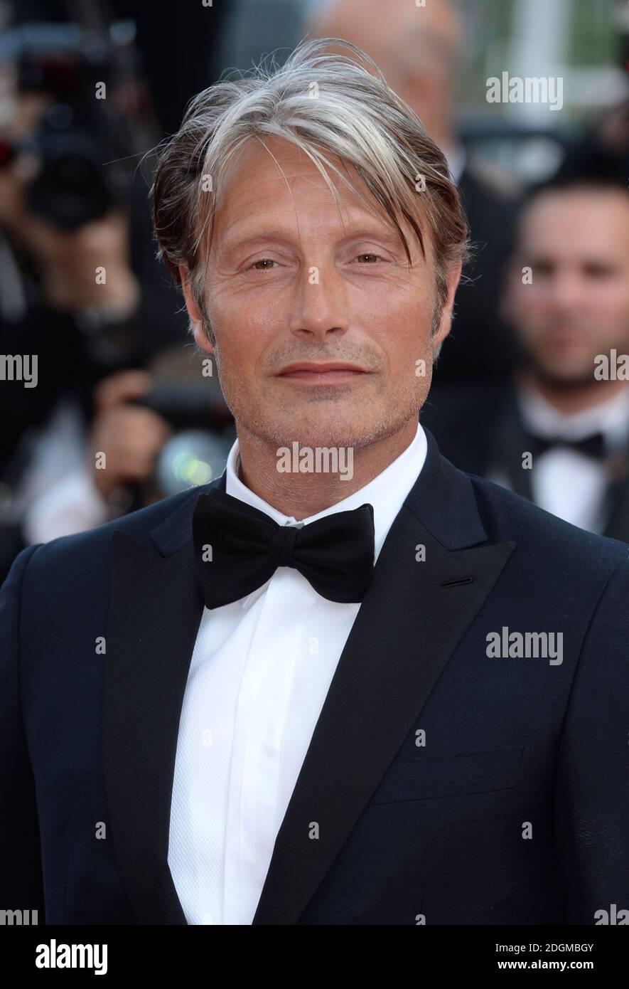 Mads Mikkelsen participant à la première aimante, qui s'est tenue au Palais de Festival. Partie du 69e Festival de Cannes en France. Banque D'Images