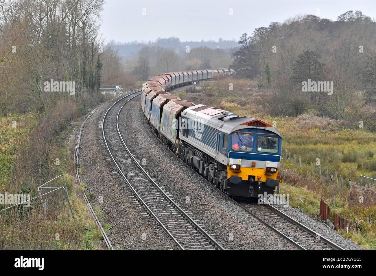 GV du village de Kintbury, près de Hungerford, Berkshire - ligne de train, mercredi 2 décembre 2020. Banque D'Images