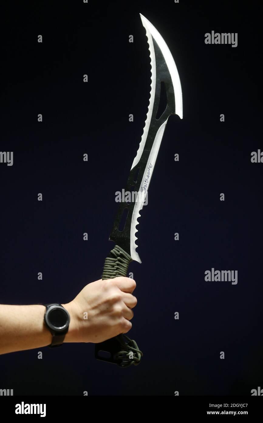 Une sélection d'armes saisies par la police de Northumbria, toutes ces armes ont été commandées sur des sites Web et des apps, mais interceptées par la Force frontalière du Royaume-Uni avant d'être envoyées à des adresses à Tyneside, le mercredi 2 décembre 2020. Banque D'Images