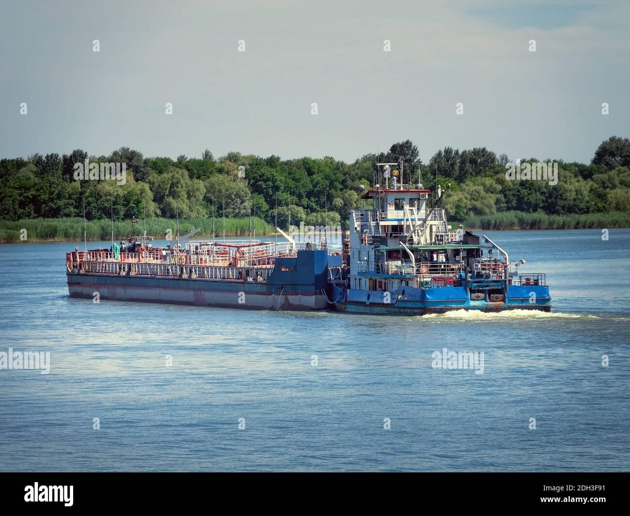 Des pétroliers dans la rivière Volga, Russie Banque D'Images
