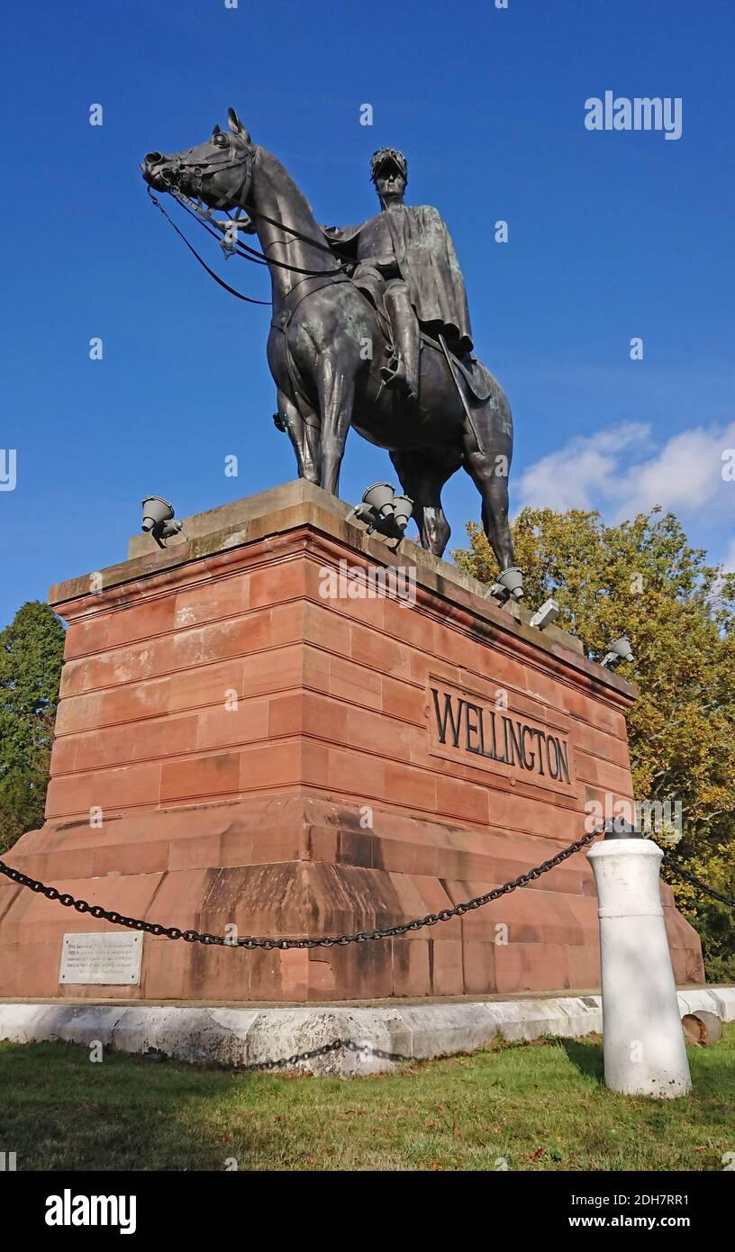 Photos pour une caractéristique sur Wellesley Woodland, Aldershot - automne Weekend Walks caractéristique. Statue de Wellington. Banque D'Images