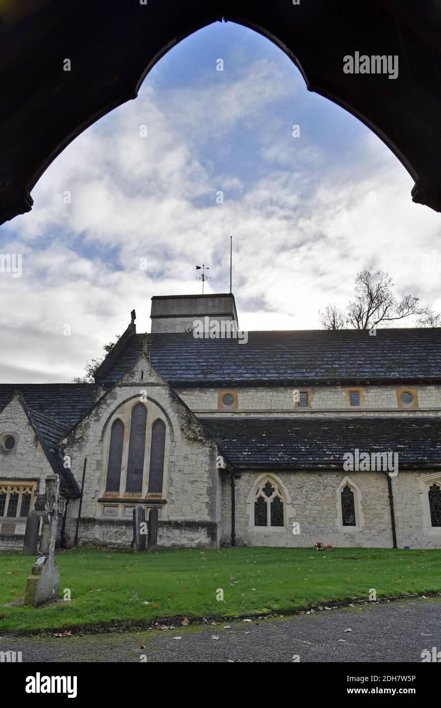 GV of St. Michael's Church, Church Street, Betchworth, présenté dans four Weddings and a Funeral, jeudi 12 novembre 2020. Banque D'Images