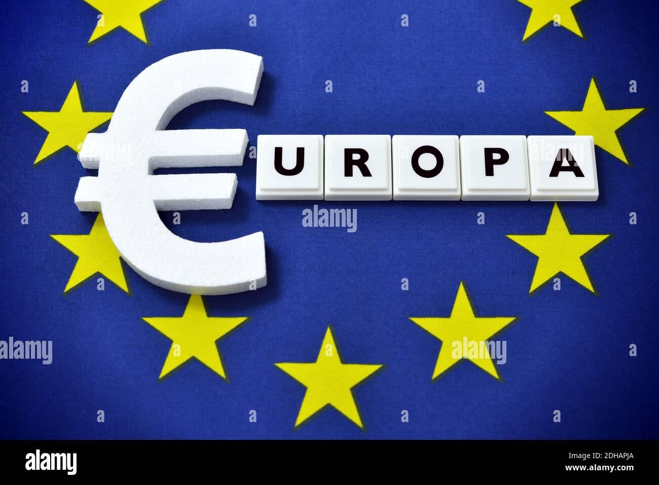 Eurozeichen auf eu-Fahne, eu-Haushalt Banque D'Images