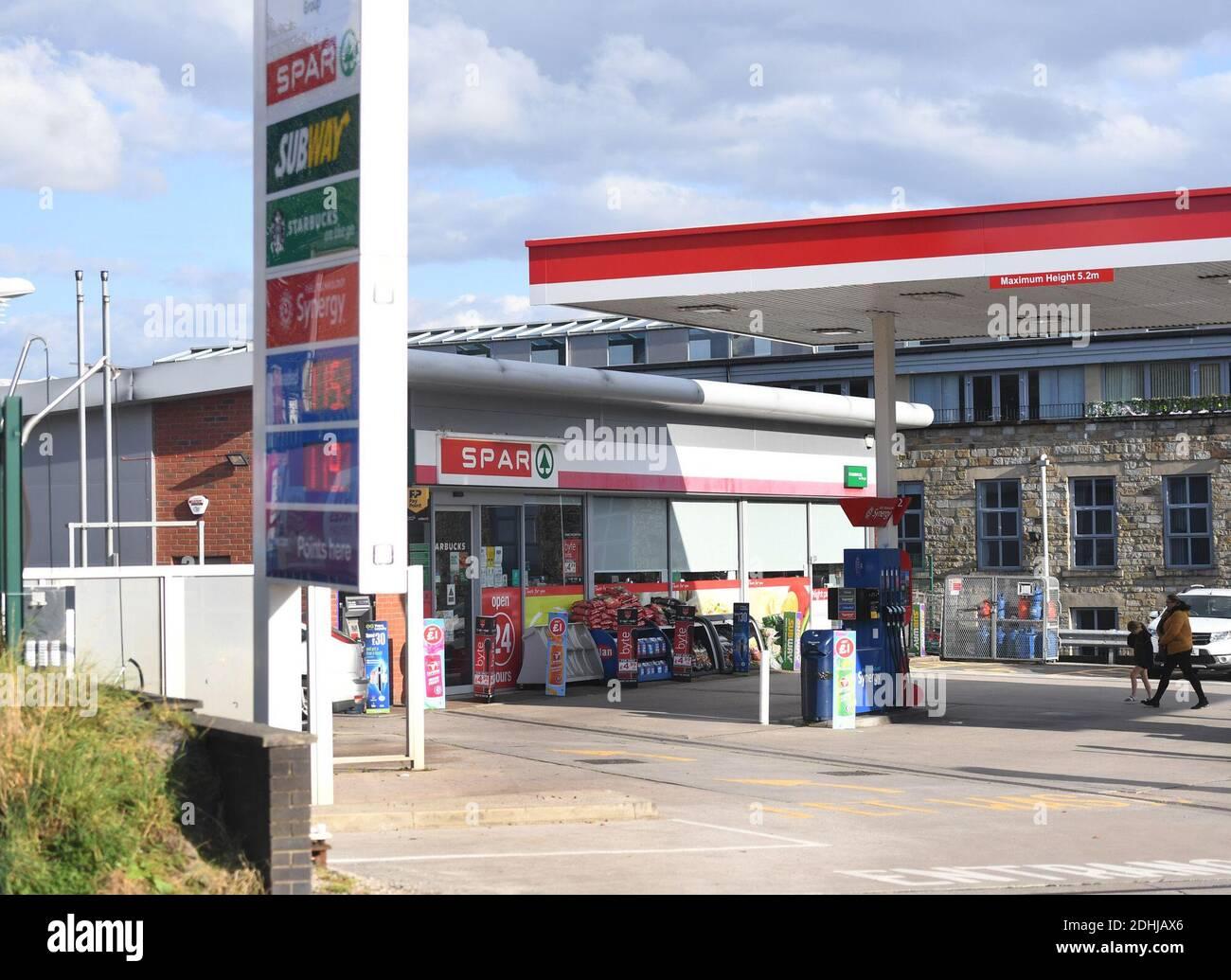 GV des garages ESSO SPAR Euro sur Brandlesholme Road, Bury, jeudi 1er octobre 2020. La chaîne de supermarchés Asda doit être vendue à deux frères de Blackburn dans le cadre d'un marché d'une valeur de 6,8 milliards de livres sterling. Les nouveaux propriétaires, Mohsin et Zuber Issa, qui ont soutenu la société d'investissement TDR Capital, ont fondé leur entreprise de garages européens en 2001 avec une seule station-service à Bury qu'ils ont achetée pour 150,000 £. L'entreprise a désormais des sites en Europe, aux États-Unis et en Australie et des ventes annuelles d'environ 18 milliards de livres sterling. Banque D'Images