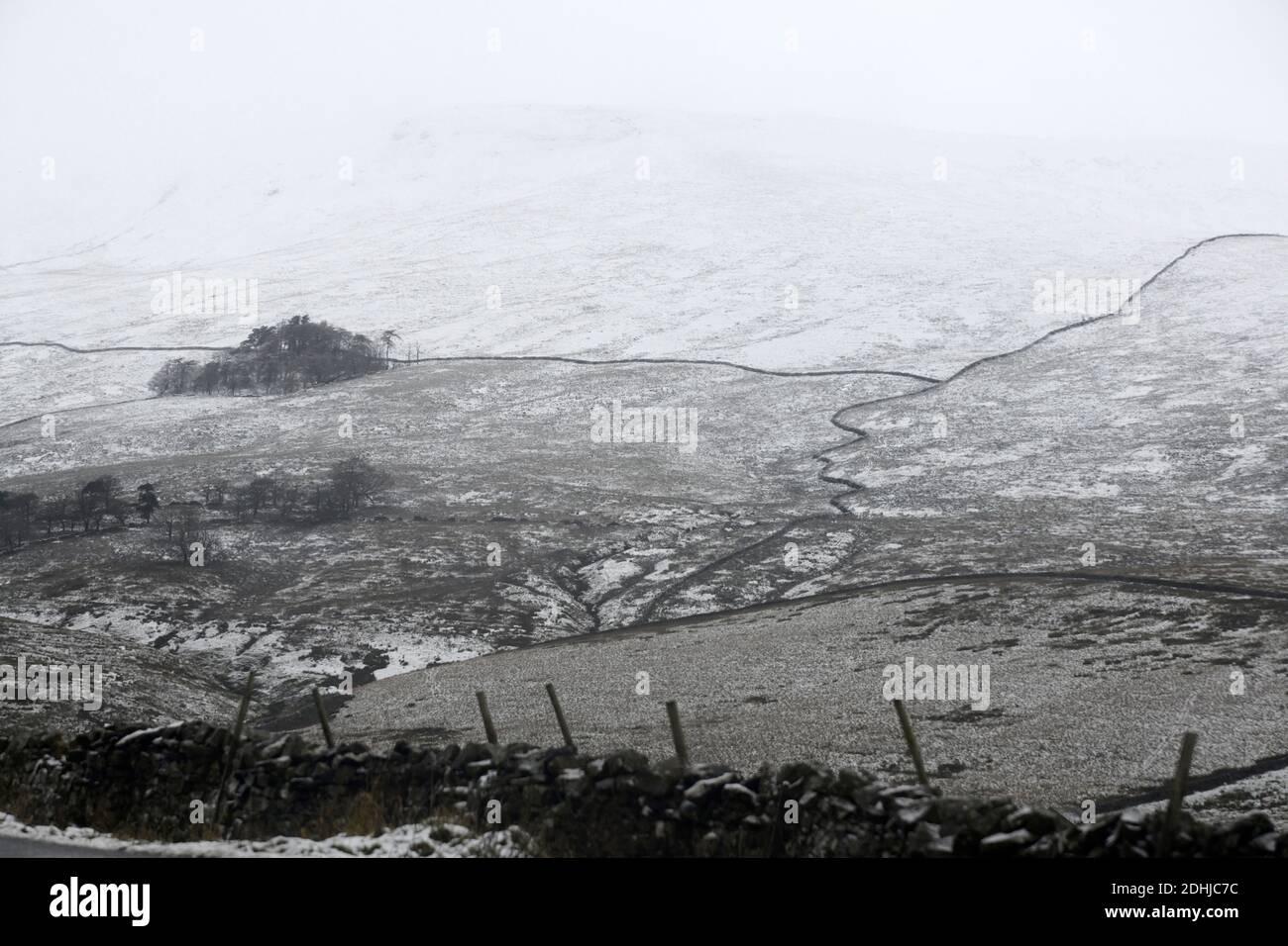 La photo est une scène neigeuse dans les Yorkshire Dales au-dessus de Hawes. Météo neige hiver neige neige neige neige neige neige Banque D'Images