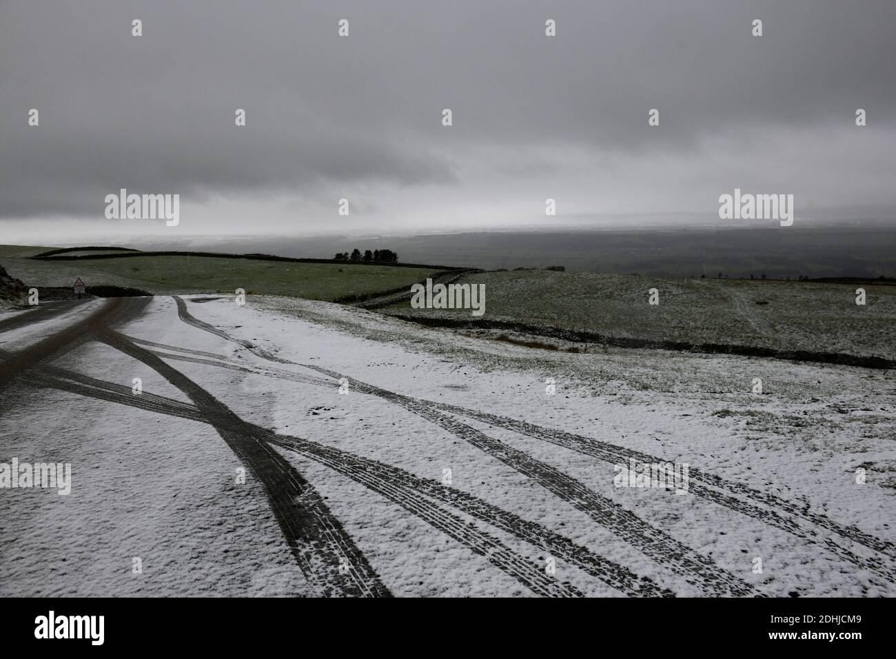 La photo est une scène neigeuse dans les Yorkshire Dales au-dessus de Leyburn. Météo neige hiver neige neige neige neige neige neige neige Banque D'Images