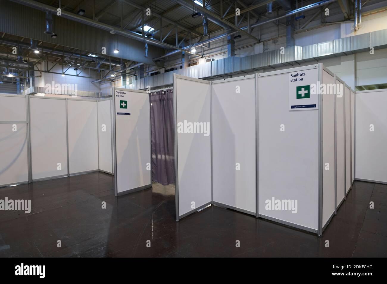Covid19 Impfzentrum der Stadt Essen in einer Messehalle eingerichtet mit Beteilingung verschiedenster Hilfsorganizationen Banque D'Images