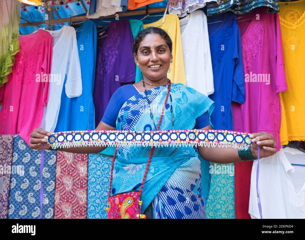 Dame indienne avec ceinture décorative Goa Inde Colva Banque D'Images