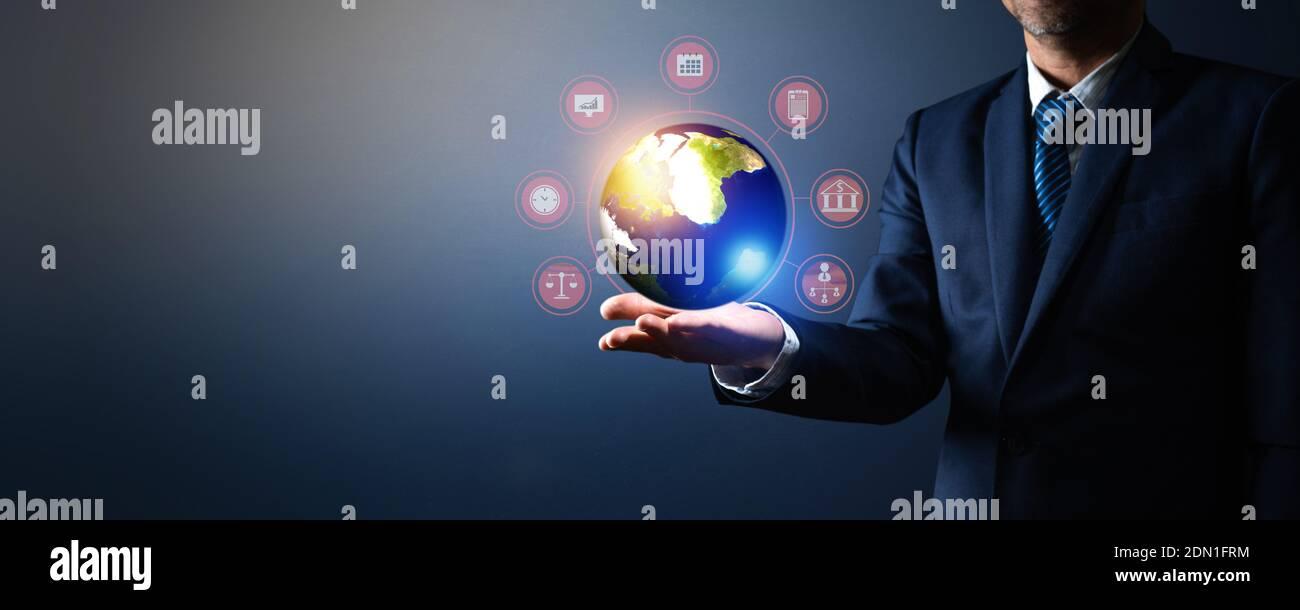 Image composite numérique de l'homme d'affaires Holding Globe Banque D'Images