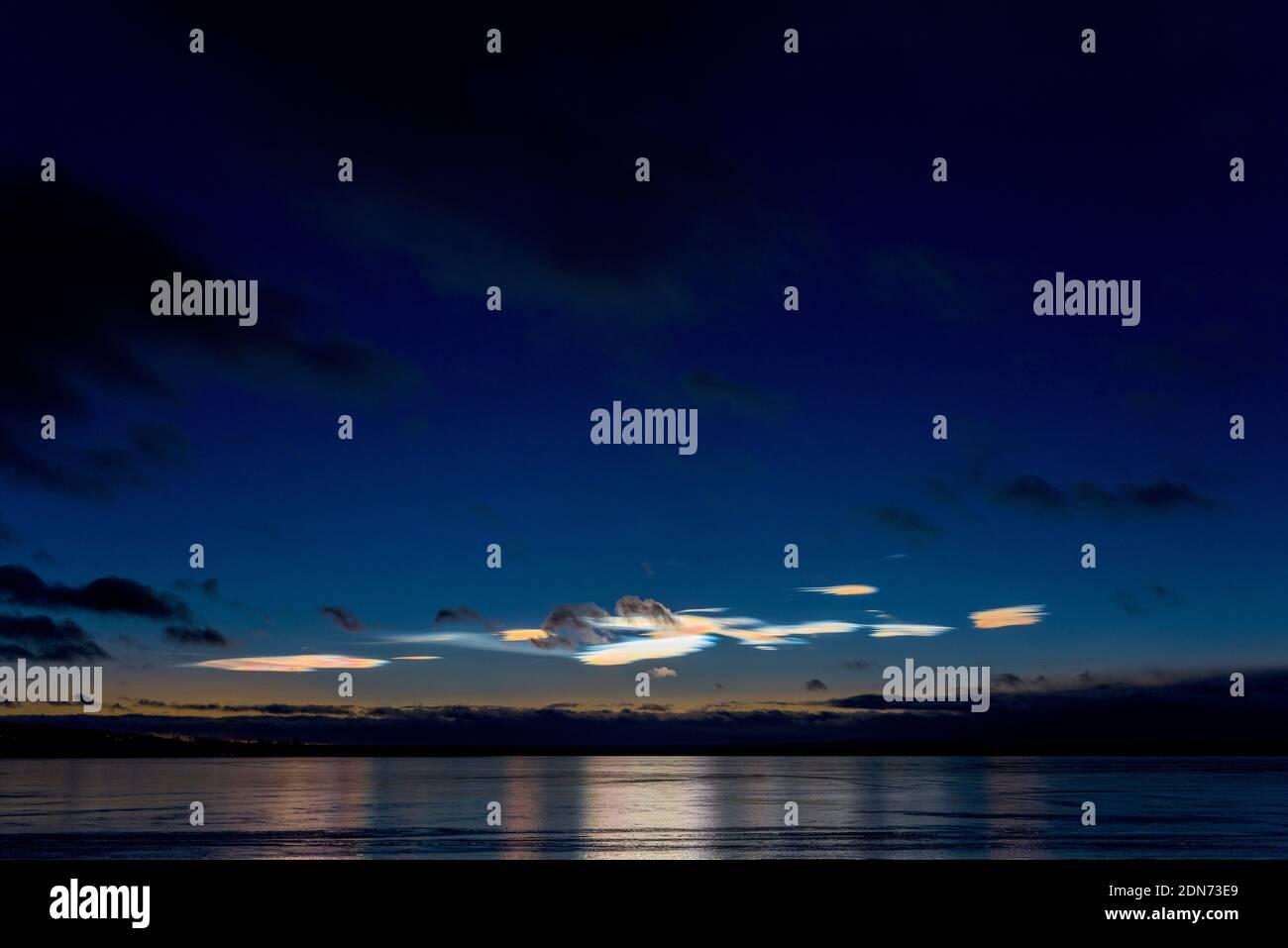 Vue panoramique sur mer contre Sky at Night Banque D'Images