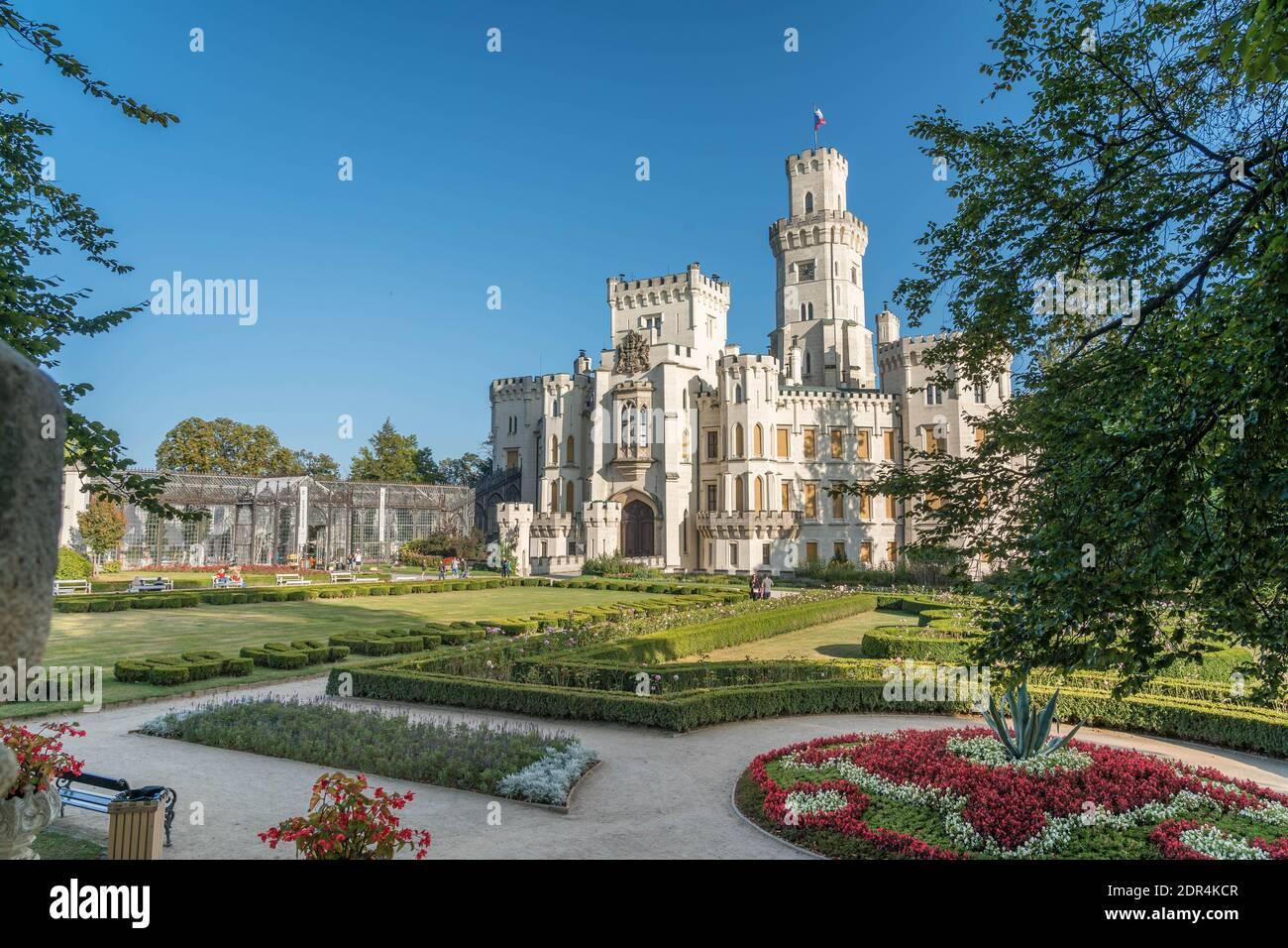 Château Hluboka, château historique de Hluboka nad Vltavou, Bohême du Sud, République tchèque, temps ensoleillé en été. Banque D'Images