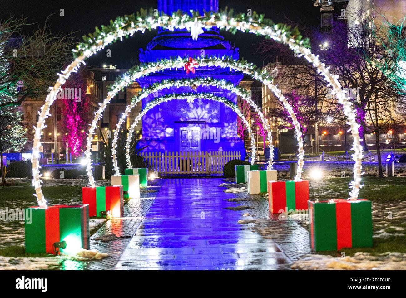 Jeudi 31 décembre 2020. Édimbourg, Royaume-Uni. Des rues vides à Édimbourg, tandis que les célébrations traditionnelles de Hogmanay sont annulées en raison de la pandémie du coronavirus. Les événements de la Saint-Sylvestre de la ville sont célèbres dans le monde entier et reconnus par le Livre Guinness des records comme la plus grande fête du nouvel an au monde. Au cours des dernières années, 40,000 personnes ont participé à la procession de Torchlight, 75,000 personnes ont assisté au concert dans les jardins avec environ 100,000 regardant les feux d'artifice de minuit. 2020 a vu le gouvernement écossais dire au public de célébrer Hogmanay avec seulement leur propre foyer. Banque D'Images