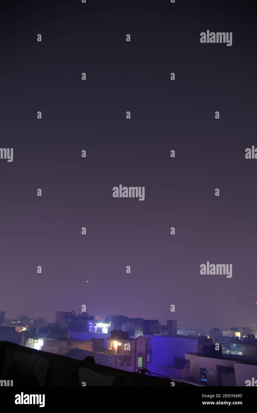 Feux d'artifice du ciel ciel ciel incroyable pendant la fête religieuse indienne de Diwali / Depawali à New Delhi, Inde Banque D'Images
