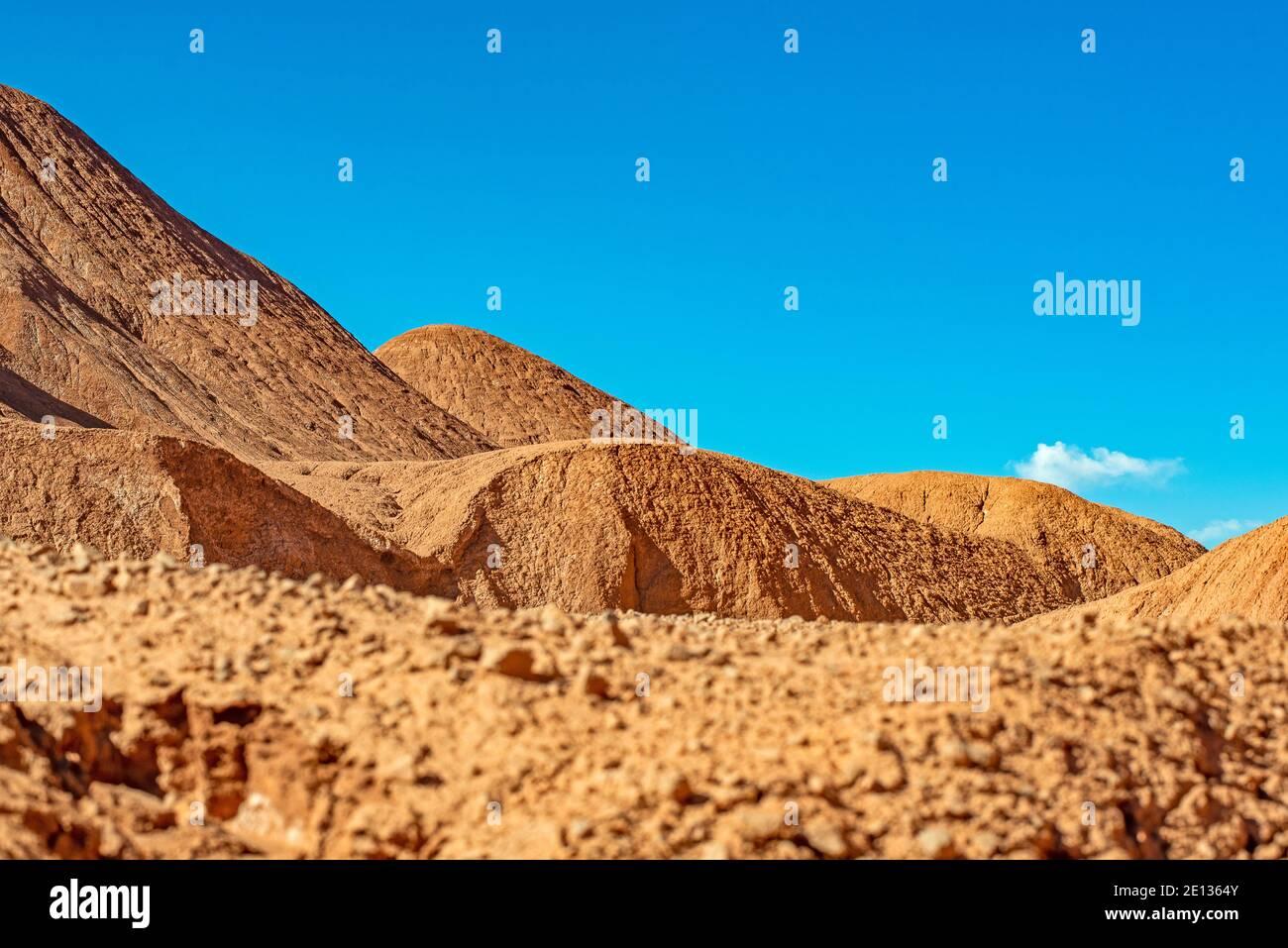 Dunes de sable dans le désert de Puna de l'Argentine, montagnes des Andes Banque D'Images