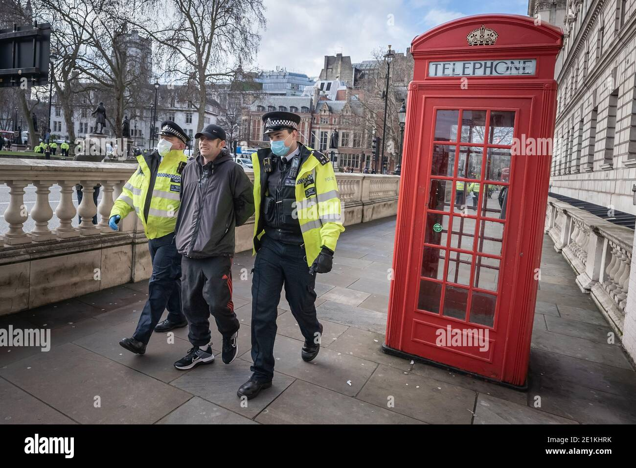 Coronavirus : des arrestations sont effectuées au cours d'une tentative de manifestation anti-verrouillage sur la place du Parlement, à Londres, contre les restrictions actuelles en matière de lock-down. Banque D'Images