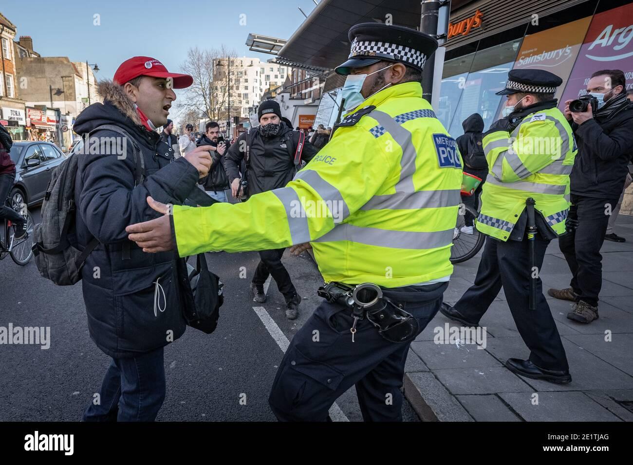 Coronavirus: Des arrestations sont effectuées au cours d'une tentative de rassemblement anti-verrouillage à Clapham Common contre les restrictions actuelles du gouvernement COVID19, Royaume-Uni. Banque D'Images