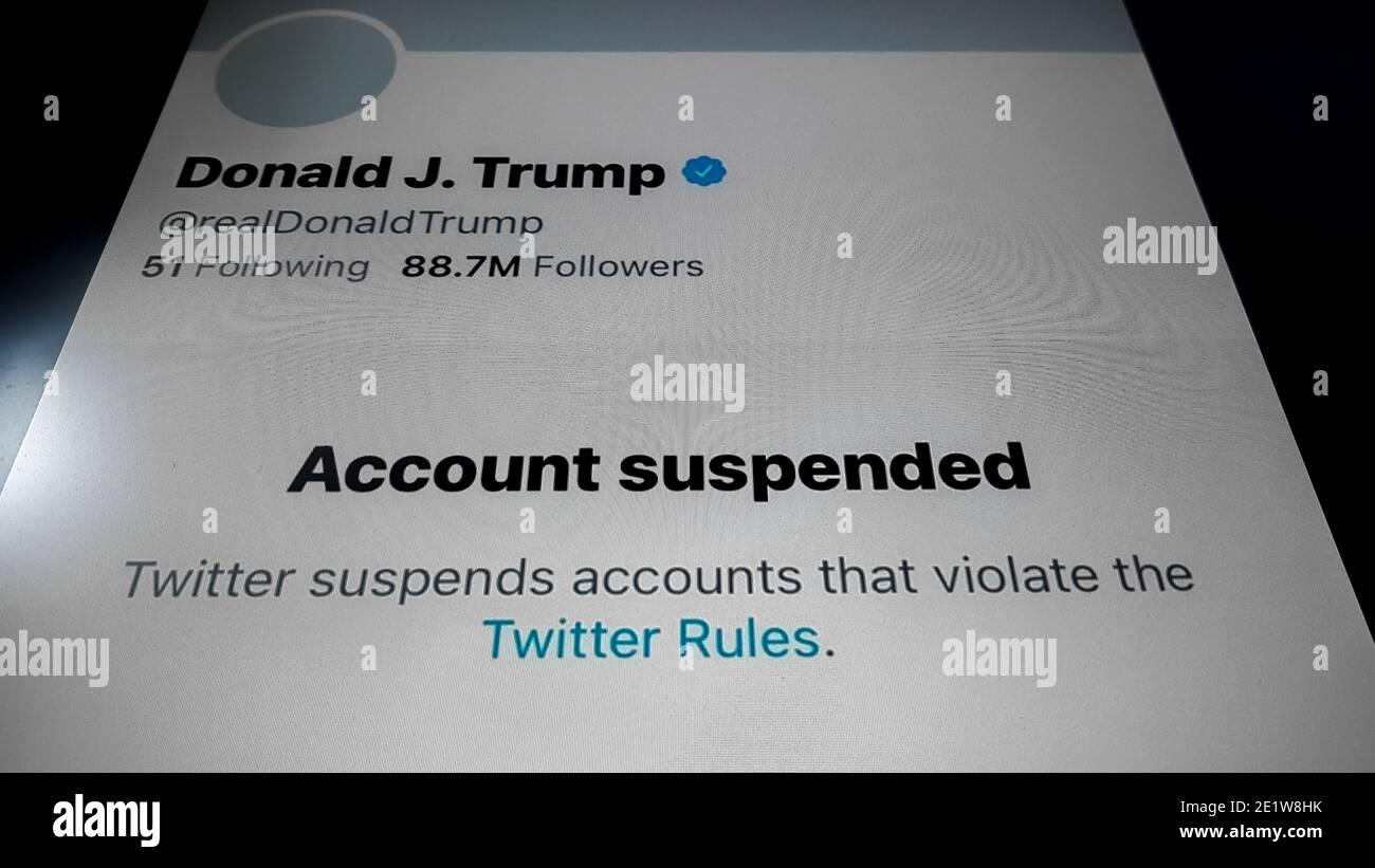 Londres, Royaume-Uni. 10 janvier 2021. Donald Trump Twitter Ban. Le 8 janvier 2021, à 23:21, Twitter a annoncé qu'il avait suspendu définitivement Donald Trump en raison de la menace d'une nouvelle incitation à la violence. Cette suspension a fait perdre à Trump plus de 88 millions de partisans. La décision de Twitter a été prise après que son compte ait été verrouillé pendant 12 heures à deux reprises et après que trois de ses tweets aient été retirés pour leur rôle dans l'incitation à la violence pendant la tempête du Capitole des États-Unis. Credit: Guy Corbishley/Alamy Live News Banque D'Images