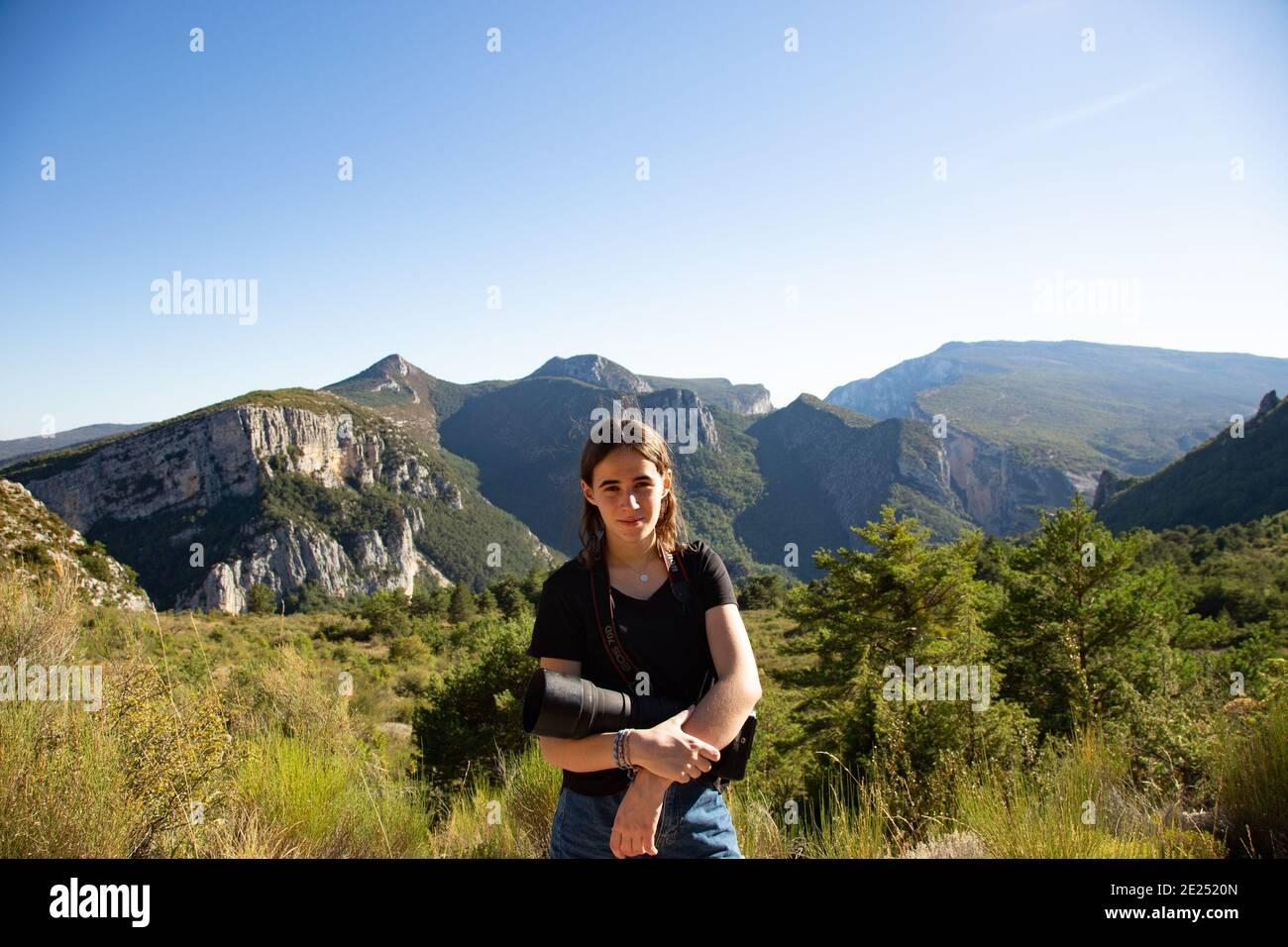 Un jeune photographe pose pour un portrait. Banque D'Images