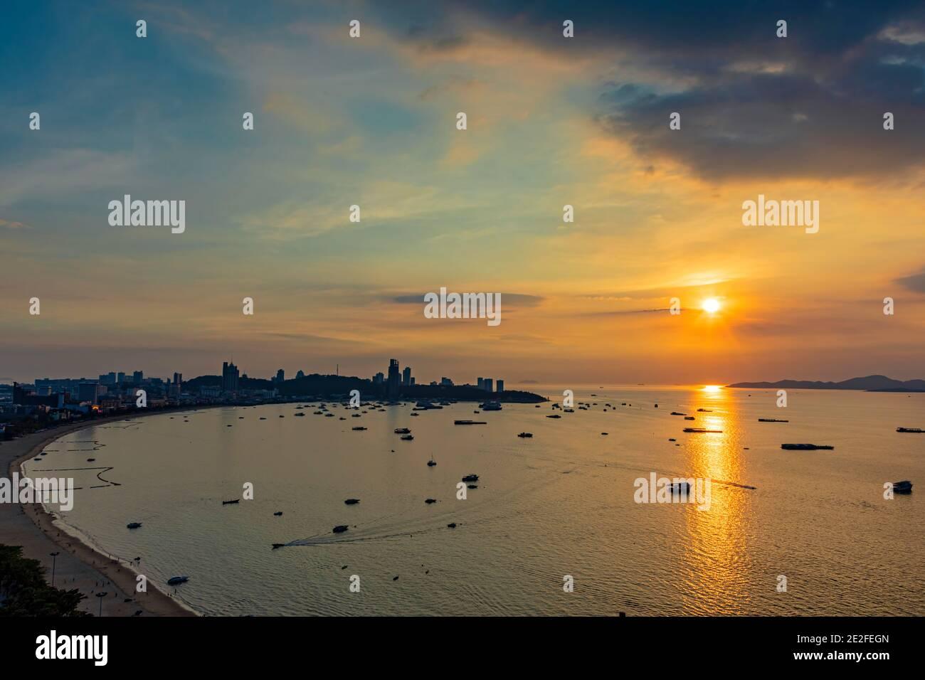 Coucher de soleil sur Pattaya, Chon Buri, Thaïlande Banque D'Images