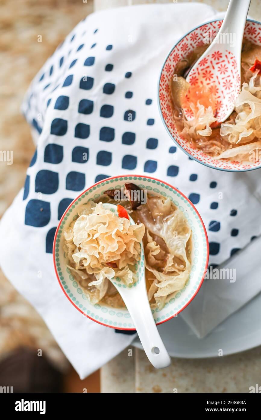 Tremella, baie de goji et soupe sucrée de jujube. Une soupe avec de nombreux avantages pour la santé Banque D'Images