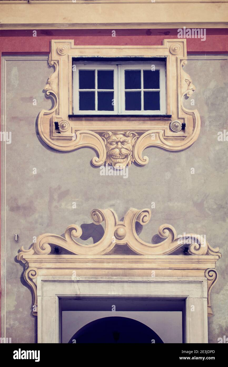 Architecture de tromp l'oeil de style ligurien : détail de la façade du Palazzo Ducale sur la Piazza de Ferrari à Gênes, Italie, construction Renaissance du XVIe siècle Banque D'Images